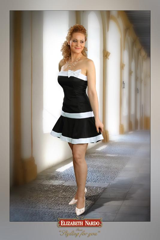 Koktélruhák - 13-140 fekete-fehér loknis - Menyasszonyi ruhák ... 46240040d6