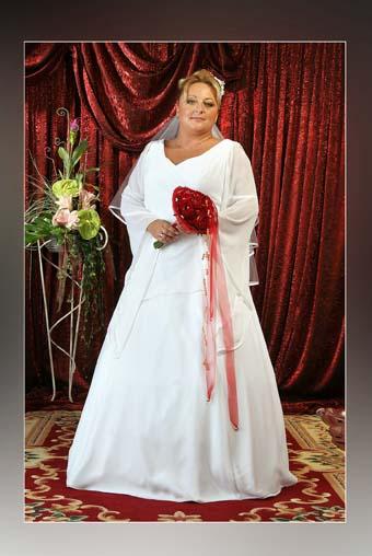 Menyasszonyi ruha és menyecske ruha Plus Size - Plus size ... 62b8a1a679
