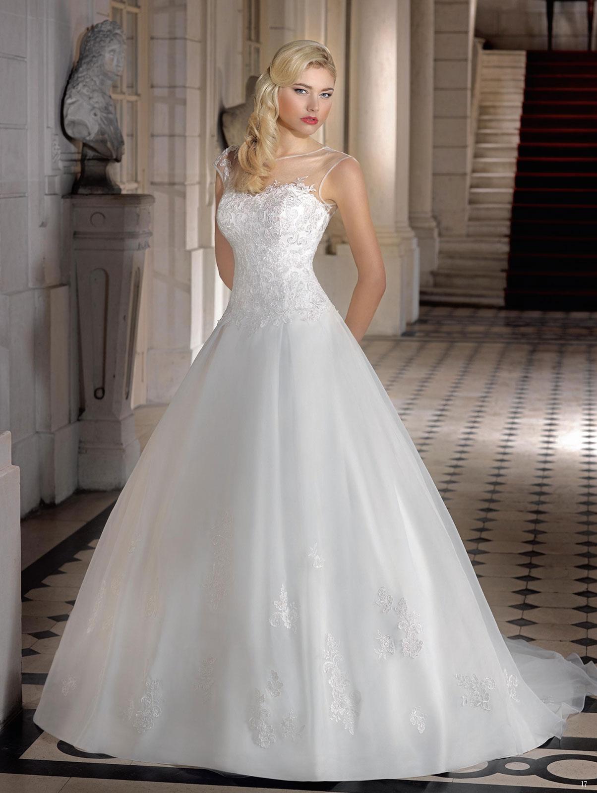 Menyasszonyi ruha modelljeink Párizsból - Menyasszonyi ruha 045bad02c7